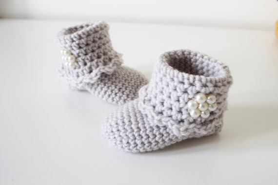 Baby shoes, baby shoes girls, baby girls shoes, crochet baby booties with pearl beading, girls booties, newborn shoes. grey crochet booties