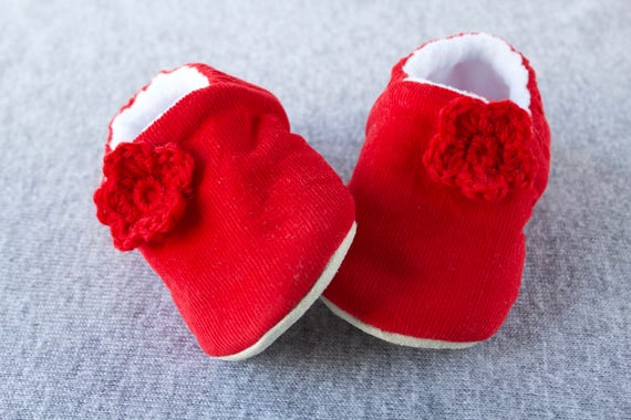 Baby shoe, baby shoe girls, baby girls shoe, red shoe, christmas shoe, Red  soft corduroy pre walker & Toddler shoe with crochet flowers