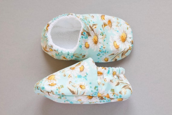 Baby shoe, baby shoe girls, baby girls shoe, Girls shoes, cotton shoes, summer shoes, Aqua cotton shoe with daisy print.