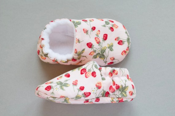 Baby shoes, baby girls shoes, baby shoes girls, Pale pink background with strawberry blooms.