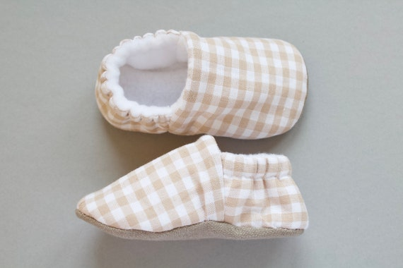 Baby boys shoe, baby shoe, beige gingham cotton baby shoe with linen sole and fleece lining, baby shower gift idea, first shoe.