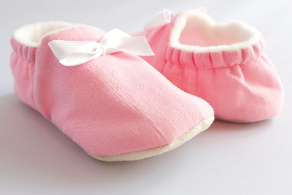 Linen look cotton baby girl shoe with white satin bow