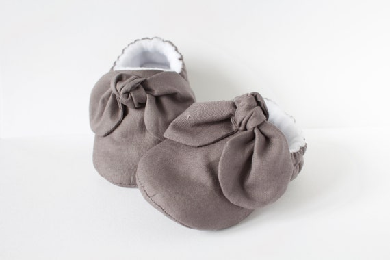 baby girl shoe, baby shoe with bow, Dark grey baby girl shoe, girls shoe, girls shoe with bow detail.