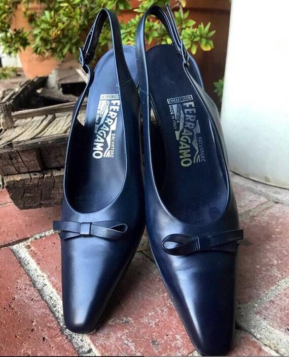 3c534568b29a6 Vintage Navy Blue Salvatore Ferragamo Kitten Heels size 9