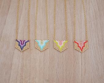 Bib collar woven colorful beads