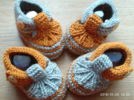 newborn boots  camomile baby girl shoes baby shower booties  knitted baby booties Crochet baby booties photo prop