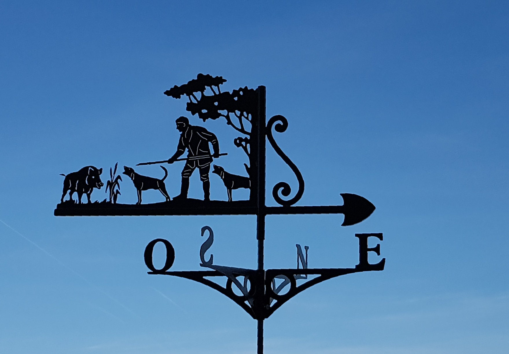 Weathervane with roof the spear Hunter