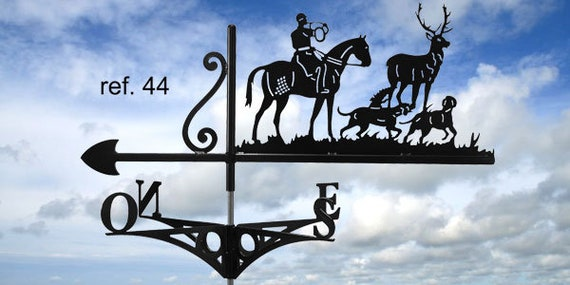 Weathervane with roof hunting