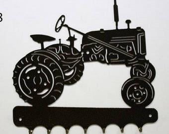 Hangs 26 cm pattern metal keys: Farmall cub tractor