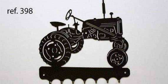 Hangs 26 cm pattern metal keys: Farmall cub tractor