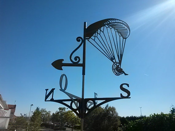 Weathervane with roof paramotor