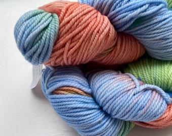 Hand Dyed Wool Cashmere Nylon Peach and Blue w Speckles Light Bulky  Chunky 124 Yards Knitting /& Crochet Yarn Azure Haze