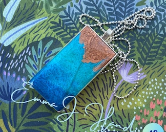 Gorgeous resin rectangle pendant with chain