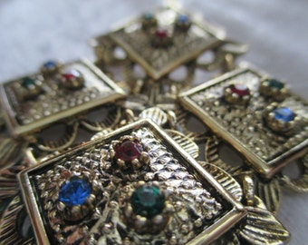 Brooch/Vintage Sarah Coventry Jewels of India diamond shaped gold toned brooch with colorful gems.