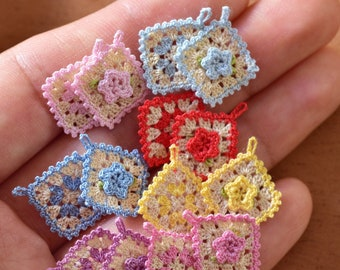 Set of 2 miniature tiny crochet potholders with flower for dollhouse 1:12 scale