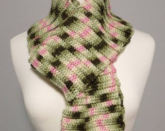 Crochet Ribbed Scarf in Pink Camo