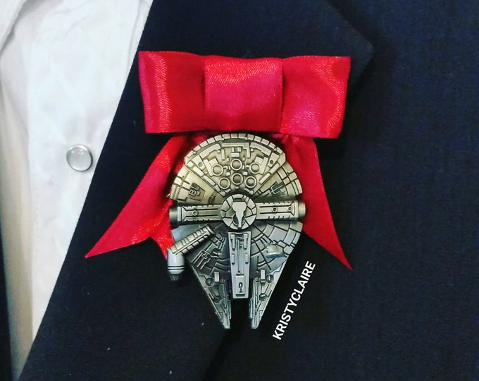 Star Wars Millennium Falcon Boutonniere, Red, Black, Blue, Buttonhole, Lapel, Pin-on, Corsage