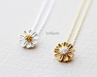 Daisy pendant necklace, Daisy necklace, Bridesmaid gift, Flower girl necklace, Bridesmaid necklace, Mothers day gift