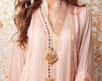 Rose rose coton cuivre n Net parti porter chemise, boutons de fantaisie fait main tulipe crème pantalon et Dupatta mousseline agrémentée de perles.