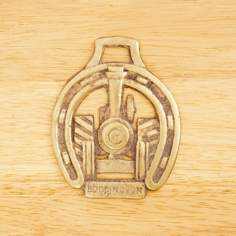 Boddington Horse Badge  Horse Brass  Tack Steam Machine in the middle of Horseshoe Vintage Solid Brass