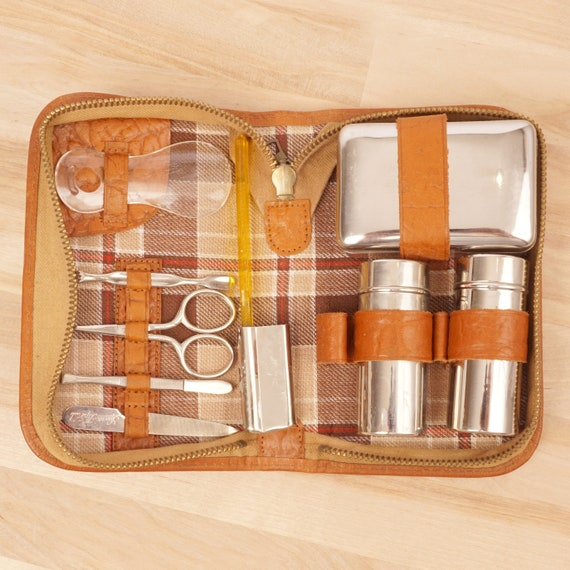 Vintage Traveling Grooming Set || leather / fabric
