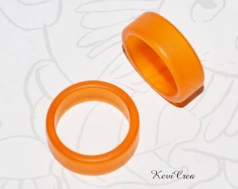 1 x Orange plastic ring - size 50