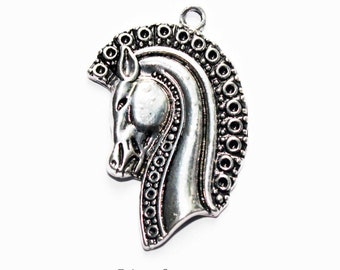 2 x silver metal horse heads