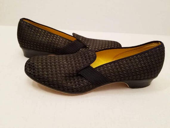 32eaac305d75f Vintage New Old Stock Unworn Foam Trends By Wellco Leisure Footwear Black  Gold Brocade Slip On Shoes - Slippers - Scuffs - Size 10M
