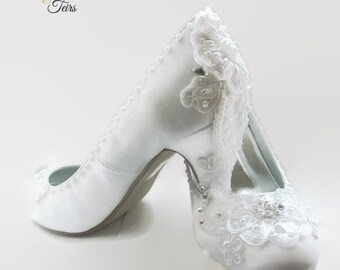 c0dd548ff White satin and lace wedding shoes