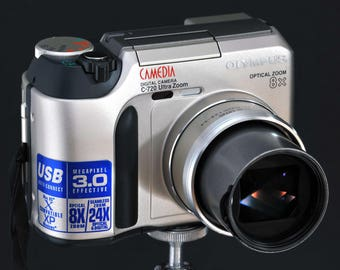 Olympus C-720 Camedia Digital Camera w f/2.8 8X Optical Zoom Lens 3MP Cool Collectible NiCE !