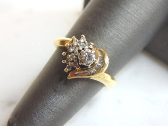 Womens Vintage Estate 10K Yellow Gold Ring W Diamonds 3.5g E898