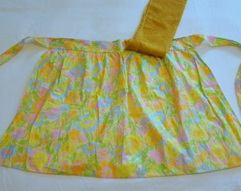 vintage mod floral apron with snap-on tea towel - new old stock with tag