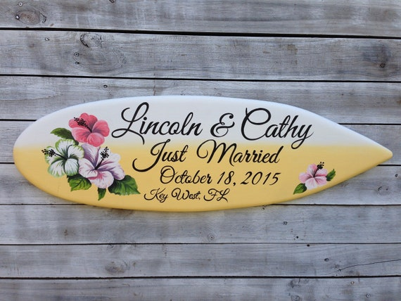 Just Married Surfboard Wedding Sign. Personalized gift for couple. Tropical wedding decor.