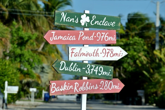 Gift for mom. Directional Wood Shamrock Sign. Wedding Destination Sign post. Wedding gift idea. Personalized Wedding gift. Wood yard decor