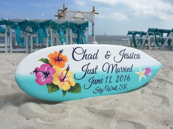 Beach Wedding Decor, Wedding surfboard Sign Hibiscus, Just Married Sign for couple. Gift Idea, Surfboard Wood Sign.