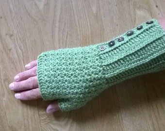 Crochet Pattern - Green Daisy Fingerless Mitts