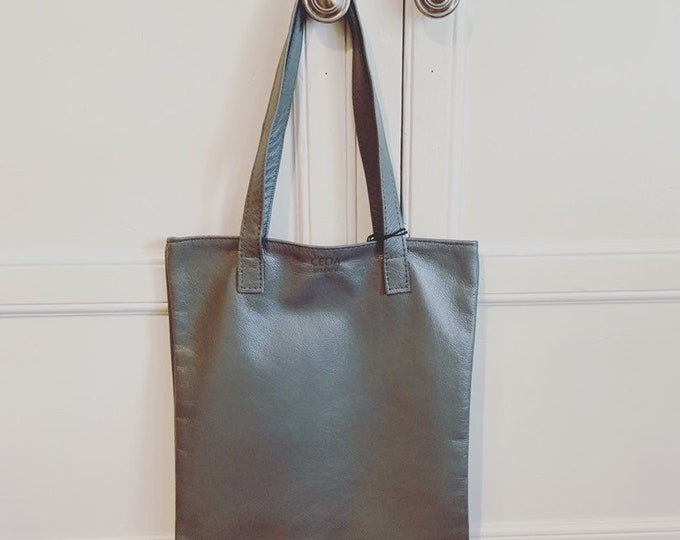 Flat tote/book bag