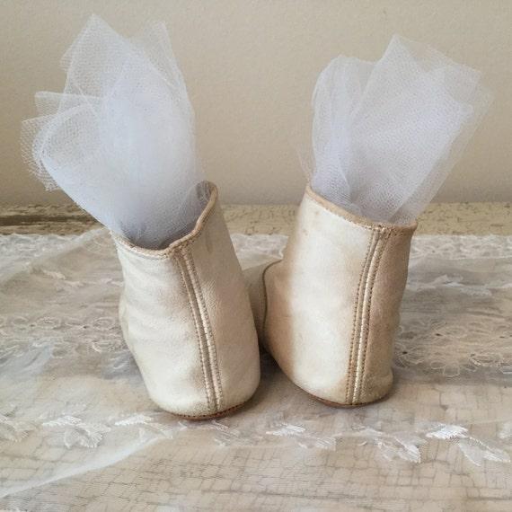RÉSERVÉ pour MASAKO MASAKO MASAKO / s'il vous plaît ne pas acheter! Mignonne cuir crème vintage chaussons fille en très bonne n'état aucuns déchirures! 7267f8