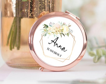 Geschenk für Trauzeugin Braut Brautjungfer - Taschenspiegel Kosmetikspiegel rosegold personalisiert mit Blumenrahmen und Name - VANILLA