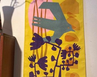 Geel wandkleed, gedrukt, vogel met blauwe bloemen op geel, 60x100 cm op stevig katoen, interieur, decoratie, textiel, wooninrichting, wonen
