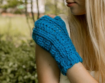 Bloomin' Comfy Crochet Fingerless Gloves Pattern. DIY mitts with half thumb, ribbed cuff and adjustable sizing
