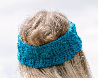 Bloomin' Comfy Crochet Ear Warmer Pattern. DIY headband with ribbed cuff and adjustable sizing.