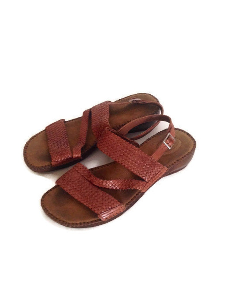 dbc6a33046305 Vintage Brown Leather Strappy Sandals 1980s woven sandals braided  slingbacks BOHO HIPPIE open toe sandal Dr Scholls womens size 8