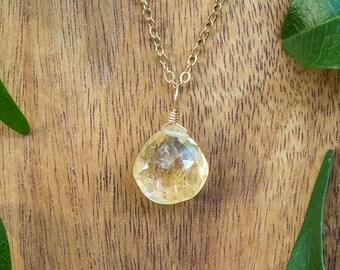 Citrine crystal necklace. Citrine necklace. Boho citrine jewelry. Citrine boho jewelry. Gold citrine jewelry. November birthstone necklace.