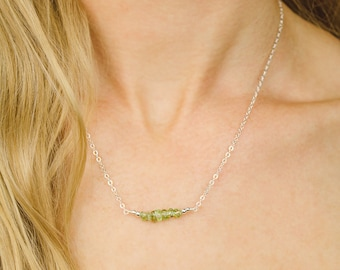 Peridot beaded bar necklace - Green peridot necklace - Tiny peridot gemstone necklace - Peridot bead necklace - August birthstone necklace