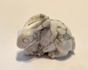 Native American Zuni Rabbit Fetish Carved White Buffalo Turquoise Stone 1.75 inch Artist Fabian T