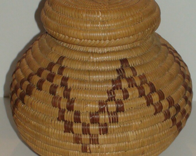 Vintage African Botswana Lidded Basket Hand Woven Excellent Condition