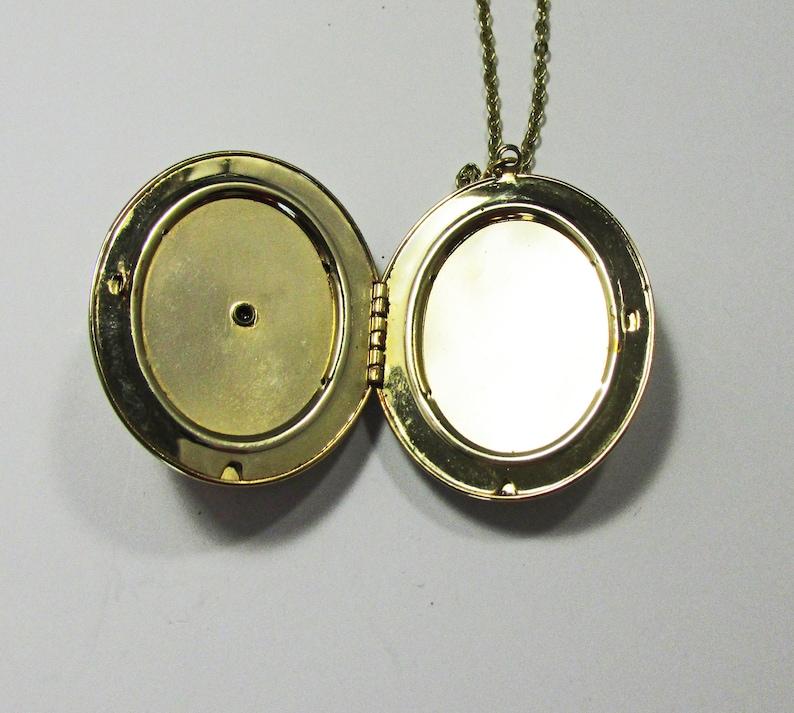 Vintage-Jewelry-Gold-Cameo-Locket-Pendant-Necklace-Costume-Retro-Flower-Mid Century-Women-Gift-Birthday-Birthday Gift-Anniversary Gift-1950s