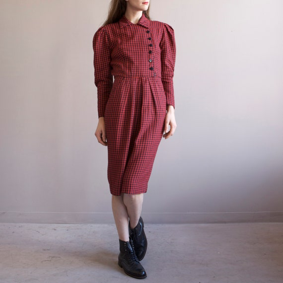 red & black gingham puff shoulders dress / 40s sty