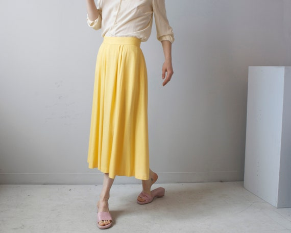Pleated banana yellow skirt